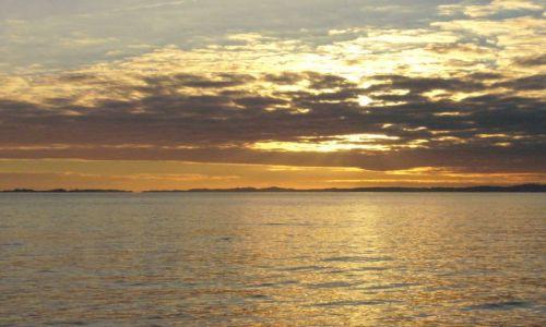 Zdjecie FRANCJA / Korsyka / Morze Śródziemne  (Ajaccio) / W oddali został ląd...