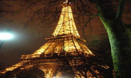 FRANCJA / Ile de France / Paryż / Wieża o północy