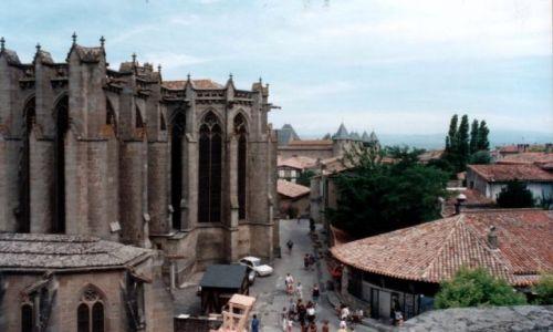 Zdjęcie FRANCJA / Langwedocja-Roussillon / CARCASONNE / Z lewej Basilique St. Nazaire (XI-XIV w)
