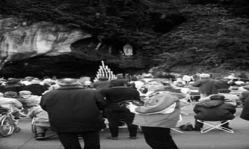 FRANCJA / brak / Południowa Francja / Lourdes - przed grotą