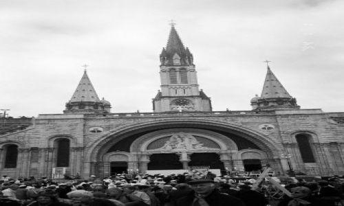 FRANCJA / brak / Południowa Francja / Lourdes - widok z placu przed bazyliką