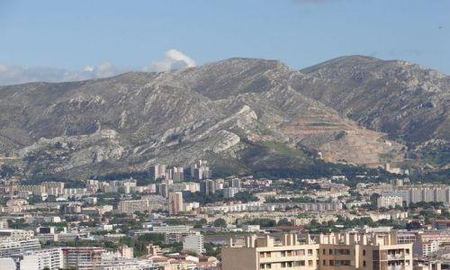 FRANCJA / - / wzgórze La Garde / widok na Marsylię i Alpy