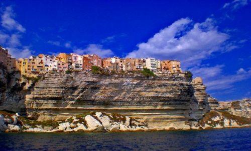 Zdjecie FRANCJA / Korsyka / Bonifaccio / Miasto na klifie