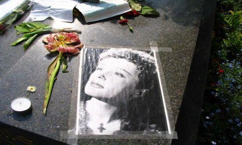 Zdjęcie FRANCJA / - / Paryż -  Cmentarz Pere - Lachaise / grób Edith Piaf