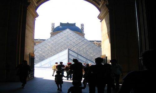 Zdjecie FRANCJA / - / Paryż / szklana piramida na wewnetrznym dziedzińcu Luwru