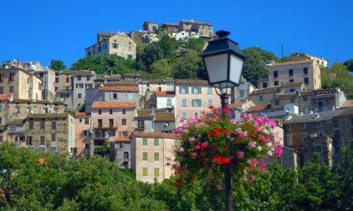 Zdjecie FRANCJA / - / Korsyka / Miasteczko w górach