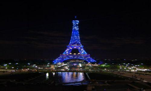 Zdjecie FRANCJA / Île-de-France / Paryż / Iluminacja na Wieży Eiffla