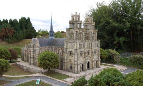 Zdjecie FRANCJA / Île-de-France / Elancourt / Mini Katedra Notre-Dame