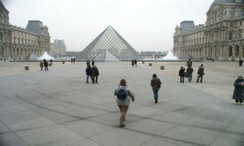 Zdjecie FRANCJA / Paryż / Luwr / Luwr