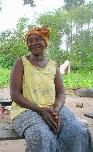 Zdj�cia: wioska, kobieta z wioski, GAMBIA