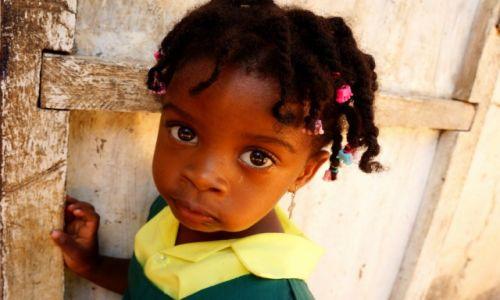 Zdjęcie GAMBIA / Serrekunda / Serrekunda / Uczennica