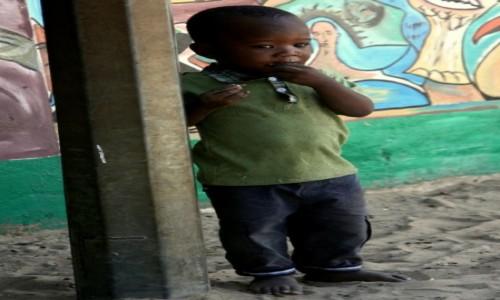 Zdjęcie GAMBIA / Banjul / Katchikally / Mały Gambijczyk