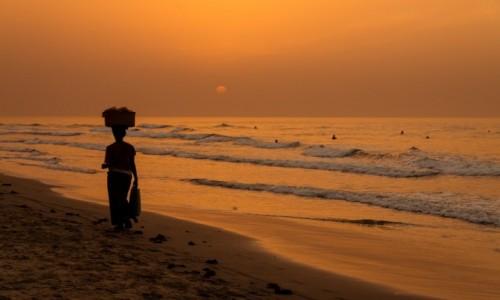 Zdjecie GAMBIA / Serekunda / Serekunda / W stronę słońca