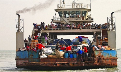 GAMBIA / Rzeka Gambia / Banjul / Ważne że płynie