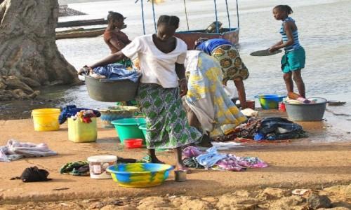 GAMBIA / Rzeka Gambia / Kutaur / Pranie