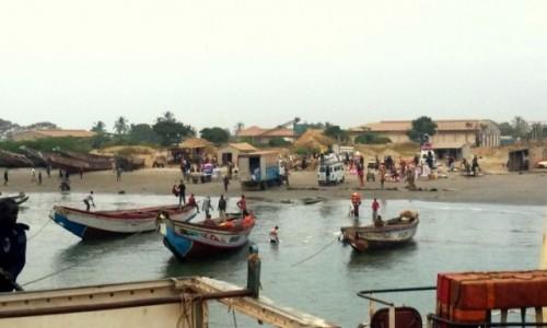 Zdjecie GAMBIA / rzeka Gambia / w drodze / Ruch na rzece Gambia