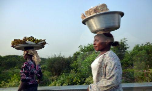 Zdjecie GHANA / Ashanti / Kumasi / Ghana - sklepy na głowie