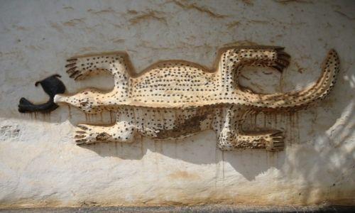 Zdjęcie GHANA / Ashanti / Kentikronou / Kolejna świątynia (2) zdobienia