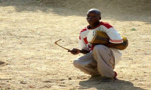 Zdjęcie GHANA / Bolgatanga / Kansingo / Uliczny grajek