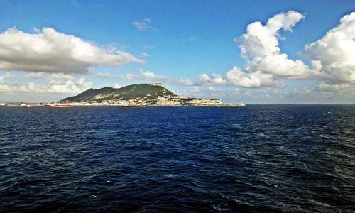 Zdjecie GIBRALTAR / Gibraltar / Widok ze statku / Opływamy Gibraltar