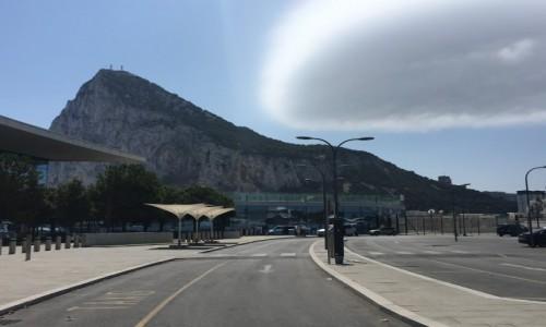 GIBRALTAR / Gibraltar / Koło lotniska / Chmura soczewkowa