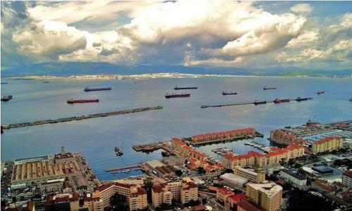 Zdjęcie GIBRALTAR / Gibraltar / Widok ze Skały Gibraltarskiej / Zatoka Algeciras