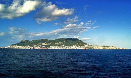 Zdjęcie GIBRALTAR / Cieśnina Gibraltarska / prom: Z Algeciras do Ceuta / Chmura nad Gibraltarem