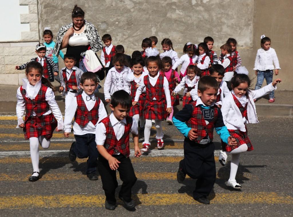 Zdjęcia: Szuszi, Region Szuszi , W drodze do szkoły, GÓRSKI KARABACH