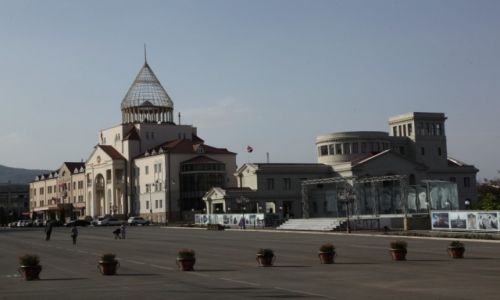 Zdjęcie GÓRSKI KARABACH / Stepanakert / Centrum miasta / Parlament