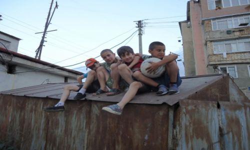 Zdjecie GÓRSKI KARABACH / Stepanakert / Stepanakert / Dzieci ....