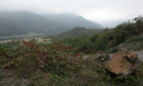 Zdjęcie GÓRSKI KARABACH / Martakert / Klasztor Gandzasar / Krajobraz we mgle