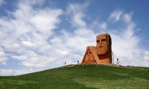 Zdjecie GÓRSKI KARABACH / - / Stepanakert / Pomnik Tatik-Papik