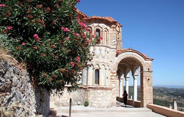 Zdjęcia: Moni Perivleptou - 16-wieczny, trójnawowy, przytulony do skalnej ściany klasztor, Mistra, GRECJA