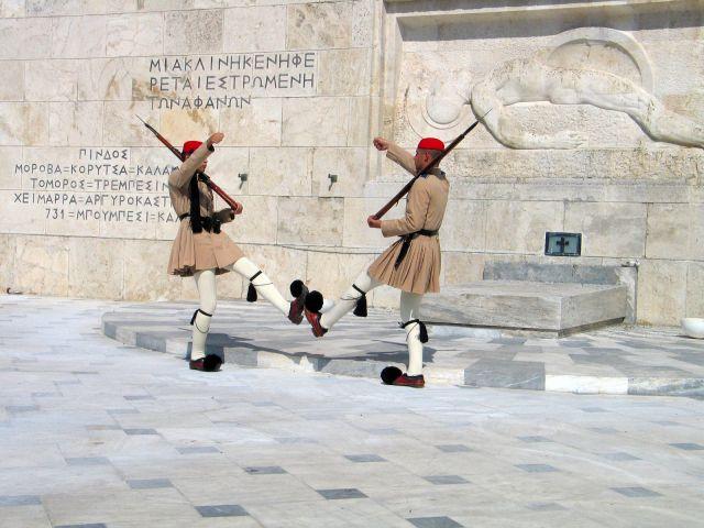 Zdj�cia: Ateny, Stra� przy pomniku nieznanego �o�nierza, GRECJA
