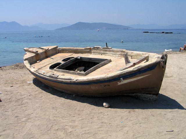 Zdjęcia: Wyspa Egina, Pozastawiona na plaży, GRECJA