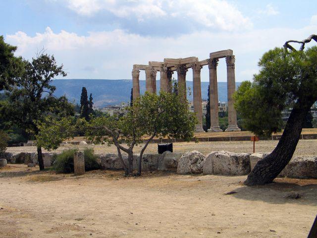 Zdjęcia: Ateny, Kolumny Świątyni Zeusa., GRECJA