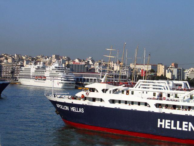 Zdjęcia: Ateny, Widok na port w Pireusie, GRECJA