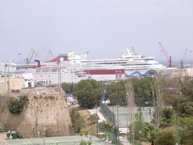Zdjęcia: Heraklion, Kreta, Statek zasłonił trochę horyzont..., GRECJA
