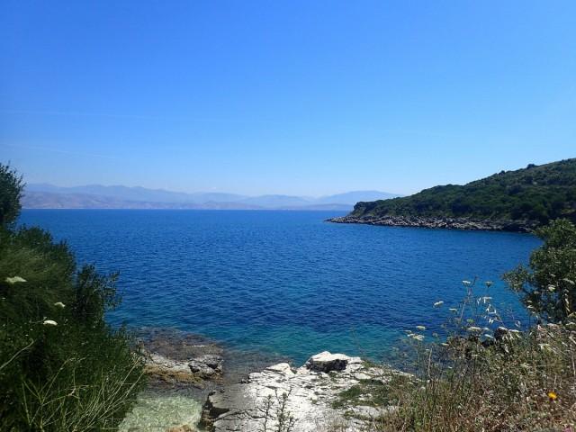 Zdjęcia: Pelokastritsa, Korfu, Pelokastritsa - widok na zatoczkę, GRECJA