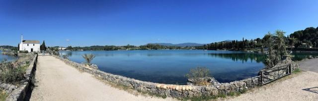 Zdjęcia: Komeno, Korfu, Kościół nad wodą w zatoczce Komeno - Korfu, GRECJA