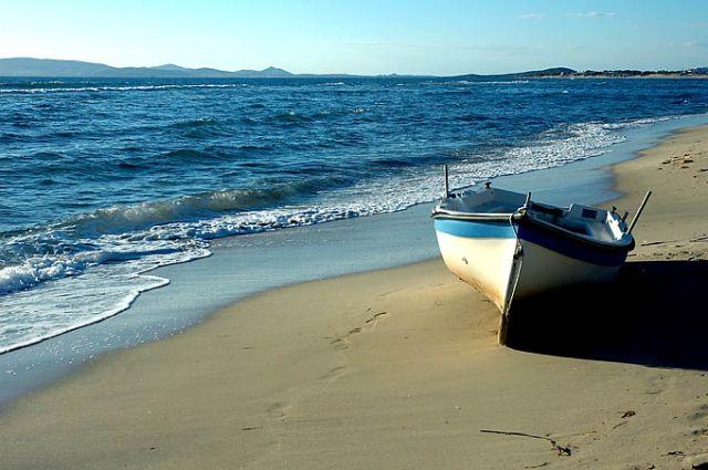 Zdjęcia: cyklady, naxos, cyklady, naxos, łódeczka na piaszczystej plaży:), GRECJA