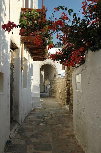 Zdjęcia: Naxos, Cyklady, kwiecista uliczka, GRECJA