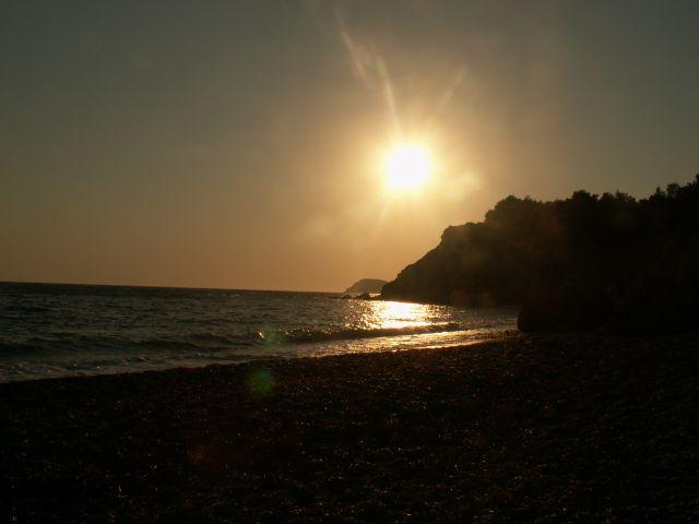 Zdjęcia: Fourni, Rodos, Pónym popołudniem. Pusta plaża w Fourni , GRECJA