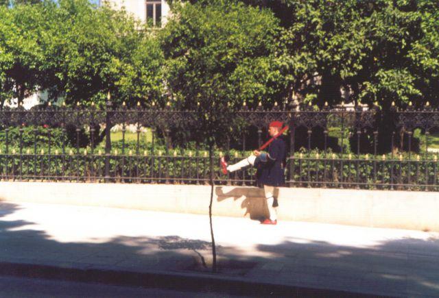 Zdjęcia: Przed pałacem Prezydenckim, Ateny, Zmiana warty, GRECJA
