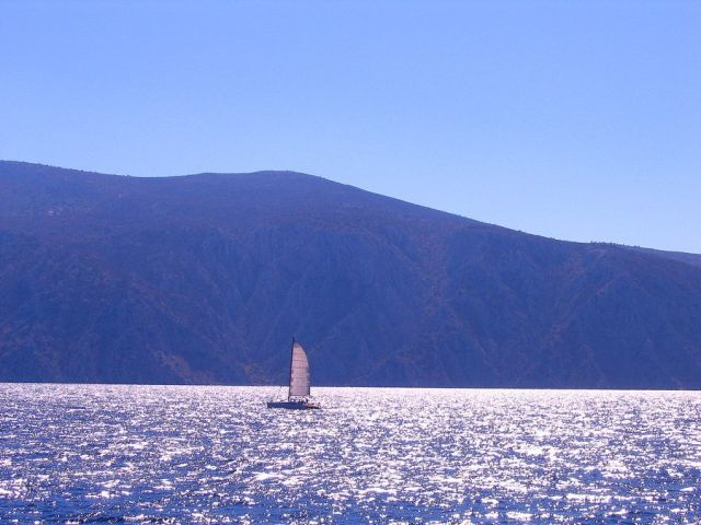 Zdjęcia: Morze Jońskie, Morze Jońskie, samotny  biały żagiel..., GRECJA