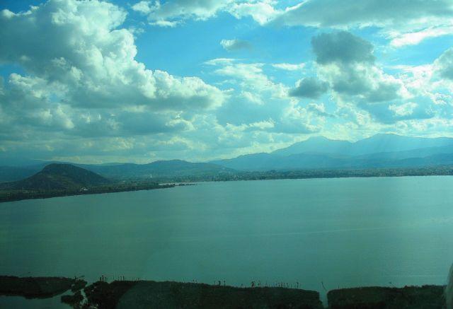 Zdjęcia: W pobliżu miasta Janina, pogranicze Epiru i Gór Pindos, legendarne jezioro Pamwotis , GRECJA