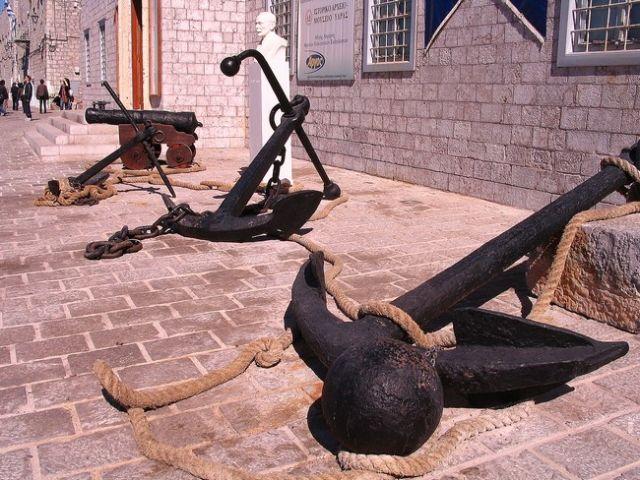 Zdjęcia: wysoa Idra, Wyspy Sarońskie na Morzu Egejskim, kotwice, GRECJA