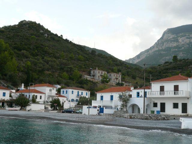 Zdjęcia: Kiparisi, Peloponez, Domy przy morzu 2, GRECJA