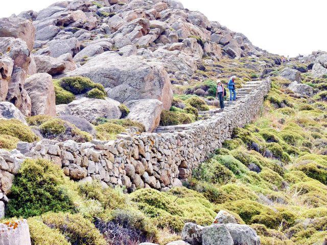 Zdjęcia: Dilos, Dilos, Droga na szczyt, do ruin świątyni na Dilos , GRECJA