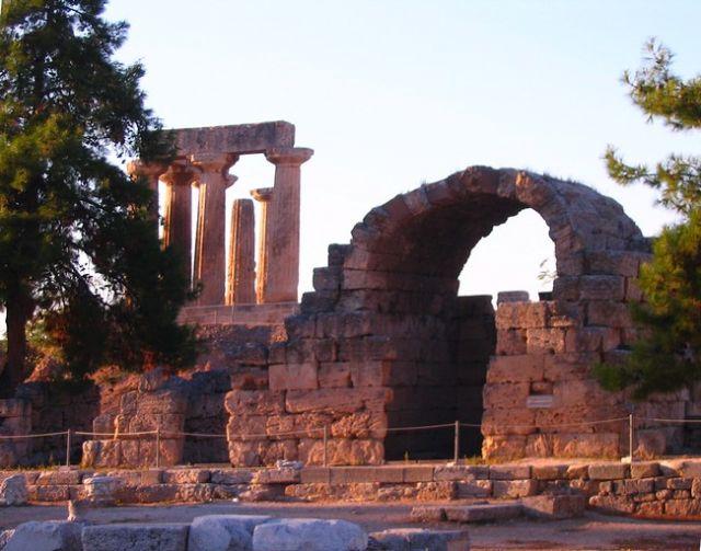 Zdjęcia: Korynt, Przesmyk Koryncki - Peloponez, Świątynia Apollina w Koryncie, GRECJA